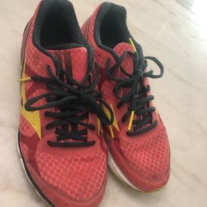 running shoes size 9.5